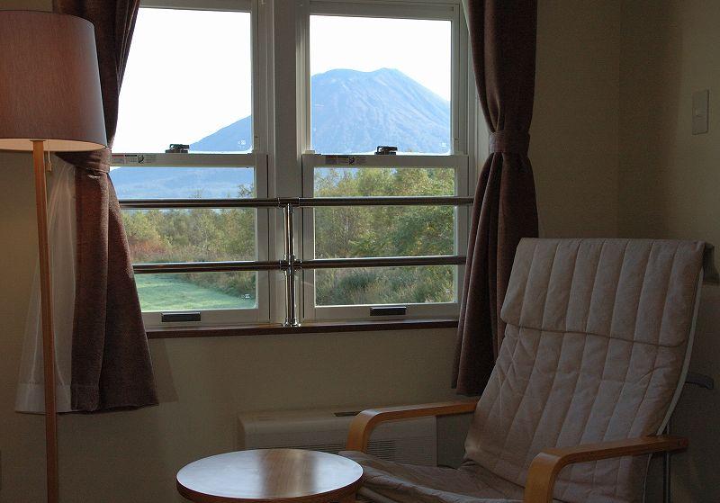 08:01ホテルのルームから見た羊蹄山