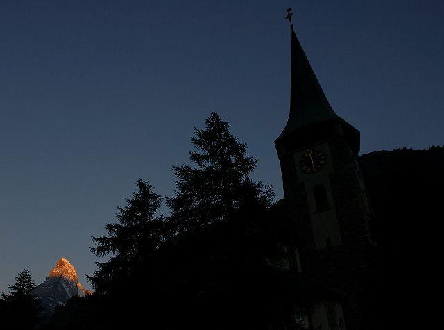 05:59教会とマッターホルン